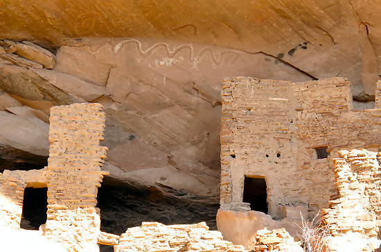 Ruins from the Ancient Puebloans along the route