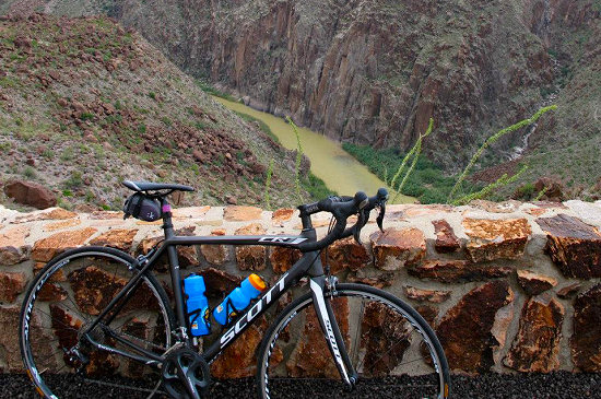 Scott CR-1 Road Bike overlooking the Rio Grande